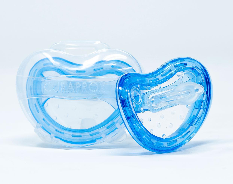 Curaprox Succhietto Taglia 0 [0- 7 mesi] 2 pz + Scatola per Igienizzazione - Vari Colori