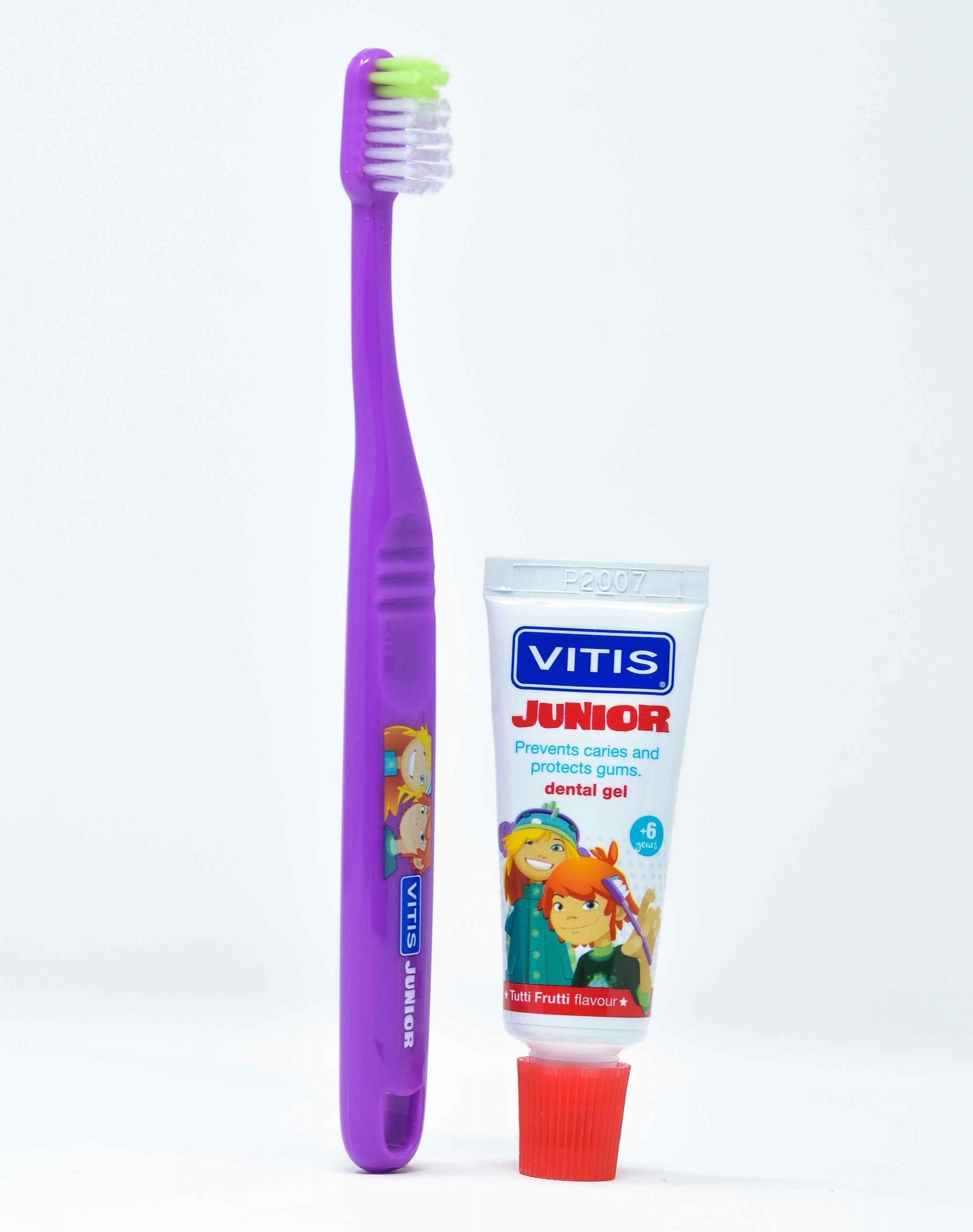 Dentaid Spazzolino Vitis Junior + Vitis Dentifricio Junior Gel 15 ml