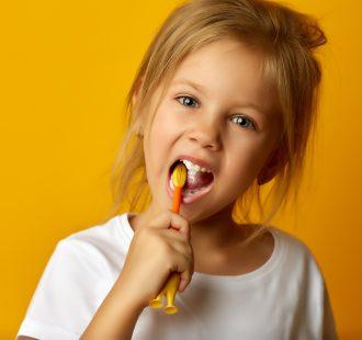 I denti da latte e la carie: le cose che devi sapere