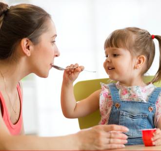 È vero che posso trasmettere la carie a mio figlio?