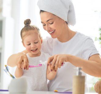 Premiare i bambini per promuovere l'igiene orale