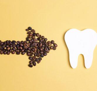 Le macchie sui denti: ecco le cause più comuni